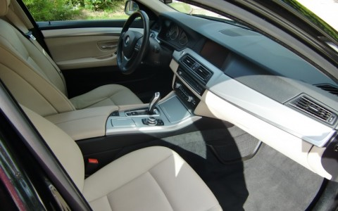 BMW Serie 5 Touring (F11) Luxe 530da Sellerie cuir et finition en aluminium brossé