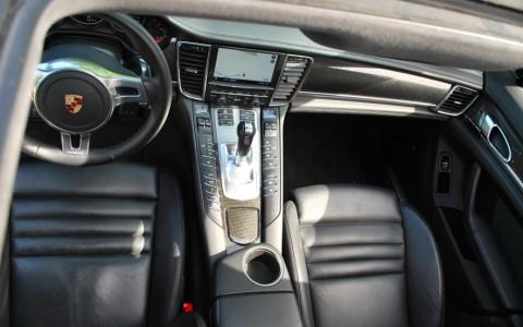 Porsche Panamera Turbo PDK 650: Toit ouvrant électrique
