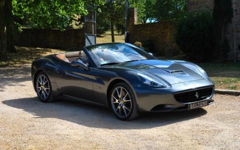Ferrari California Cabriolet 4.3 460 cv Vous habitez loin de Lyon ? Nous venons vous chercher à la gare ou à l'aéroport.