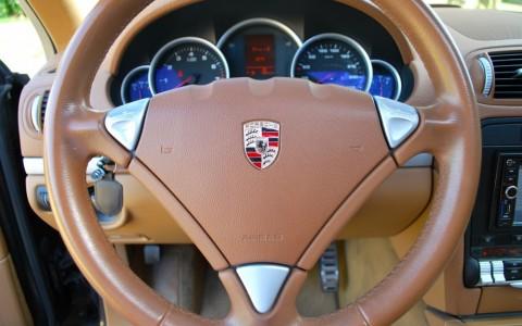 Porsche Cayenne S 4.8 V8 Tiptronic S 1N3 - Direction assistée asservie à la vitesse (Servotronic)
