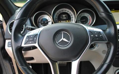 Mercedes C250 Avantgarde 7G-Tronic Volant Sport 3 branches en cuir Nappa avec zones de préhension en cuir perforé, insert chromé et mép