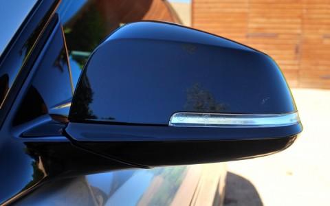 Bmw 420d Coupé xDrive Sport Coques de rétroviseurs extérieurs en noir brillant.