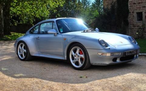 Porsche 993 Carrera 4S 285cv Vous habitez loin de Lyon ? Nous venons vous chercher à la gare ou à l'aéroport.