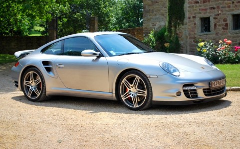 Porsche 997 Turbo 3.6 480cv Vous habitez loin de Lyon ? Nous venons vous chercher à la gare ou à l'aéroport.