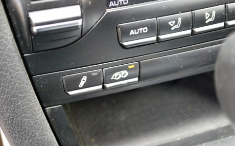 Porsche Boxster S 3.4 310cv PDK XLF (PSE) : Système d'échappement sport avec bouton d'activation.