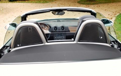 Porsche Boxster S 3.4 310cv PDK 551 : Saute-vent avec bac de rangement.