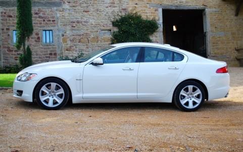 Jaguar XF 5.0 V8 385cv Luxe Premium 001 : Teinte spéciale