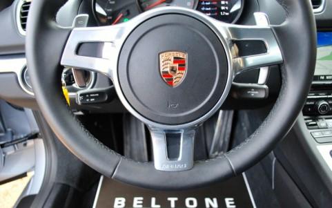 Porsche Cayman S 3.4 325cv PDK 840 : Volant SportDesign en cuir lisse (avec palette de changement de vitesse)