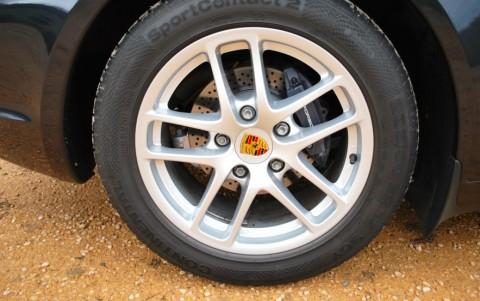 Porsche Cayman 987 2.7 245cv 446 : Ecussons de roue couleur