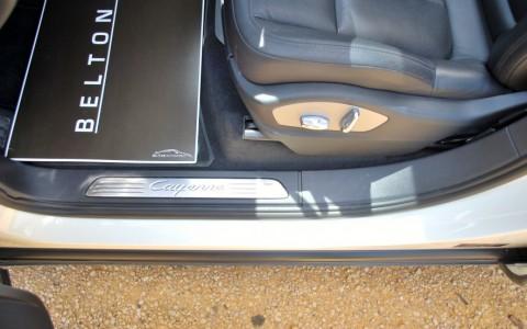Porsche Cayenne Diesel 3.0 V6 245cv 7M1 : Baguette de seuil de porte en acier spécial