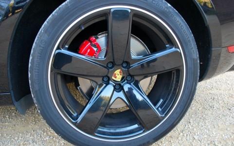 Porsche Macan Turbo Pack Performance V95 : Jantes Sport Classic peintes en noir (finition brillante) 21 pouces
