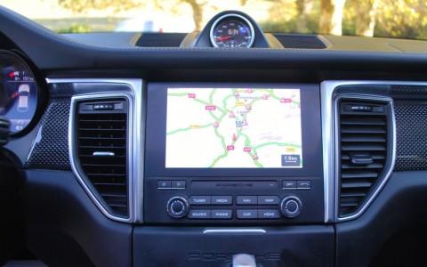Porsche Macan Turbo Pack Performance - Porsche Communication Management (PCM) avec module de navigation avec système bluetooth pour télép