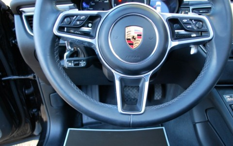 Porsche Macan Turbo Pack Performance 1N3 : Direction assistée asservie à la vitesse (Servotronic Plus)