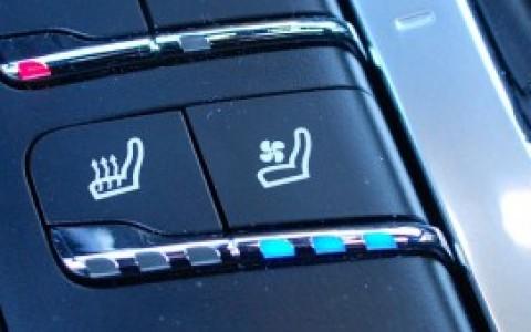 Porsche Macan Turbo Pack Performance 4D3 : Ventilation des sièges à l'avant