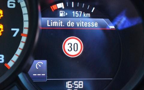 Porsche Macan Turbo Pack Performance 9Q6 : Affichage des limitations de vitesse