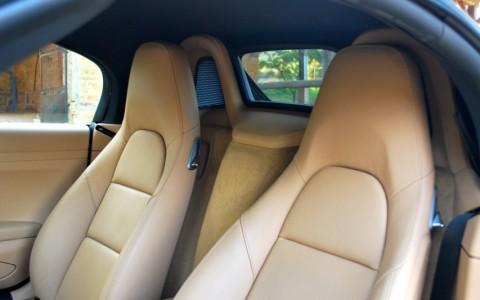 Porsche Boxster 981 2.7 265cv PDK 946 : Bande centrale des sièges en cuir
