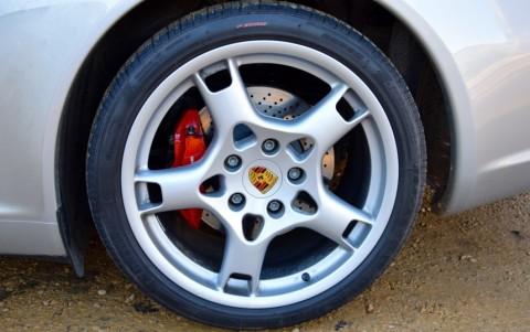 Porsche 997 Carrera S 3.8 355cv 446 : Écusson de roue couleur