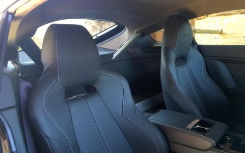 Aston Martin V12 Vantage S coupé  Broderie sur les appuis-tête Ailes Aston Martin