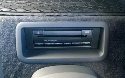 Audi  R8 4.2 FSI Quattro 420cv 7A2 : Changeur 6 CD