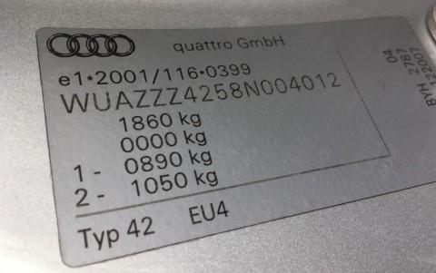 Audi  R8 4.2 FSI Quattro 420cv WUAZZZ4258N004012