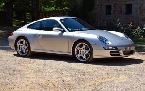 Porsche 997 Carrera 4S 3.8 355cv Vous habitez loin de Lyon ? Nous venons vous chercher à la gare ou à l'aéroport.