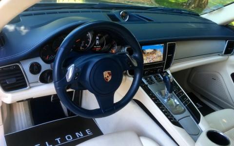 Porsche Panamera Turbo PDK 844 : Volant multifonctions en cuir lisse