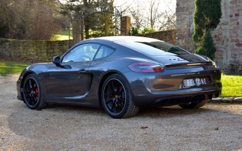 Porsche Cayman GTS PDK 636 : Assistance Parking avant et arrière avec indications graphiques